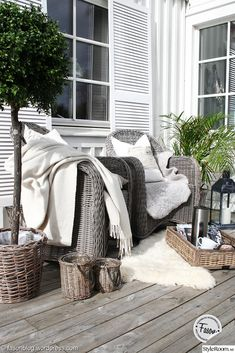 porches cozy home Wicker chairs, wicker tray on porch. Outdoor Rooms, Outdoor Gardens, Outdoor Living, Outdoor Decor, Wicker Chairs, Wicker Tray, Wicker Furniture, Outside Living, Home Staging