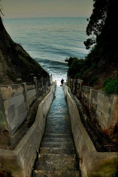 Steps off of Santa Cruz Street in Santa Barbara, California, USA, North America Oh The Places You'll Go, Places To Travel, Places To Visit, Lac Tahoe, Voyage Usa, Pacific Coast Highway, California Coast, California Camping, Ventura California