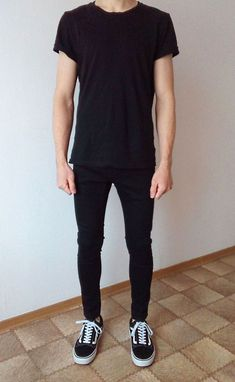vans old skool black skinny jeans boys guys outfit Black Tshirt Outfit, Black Vans Outfit, Vans Outfit Men, Vans Old Skool, Cool Outfits, Casual Outfits, Fashion Outfits, Skinny Guys, Skinny Jeans