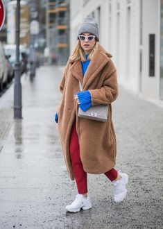 The Street Style Look We're Stealing From Berlin Fashion Week (Le Fashion) Berlin Street Style, Berlin Mode, Street Style 2018, Street Style Looks, Street Style Women, Sneaker Outfits, Sneakers Fashion Outfits, Berlin Fashion, Winter Coats Women