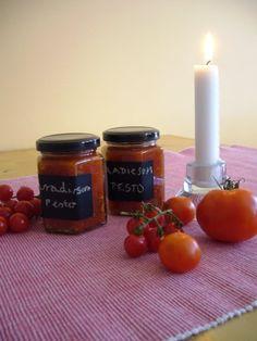 Befőzde: Variációk paradicsomra | A napfény illata Candle Jars, Candles, Jamie Oliver, Pesto, Candy, Candle Sticks, Candle