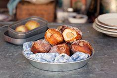 Fyll dina munkar med ett syrligt, hemkokt äppelmos och alla kommer att älska dig. Ät nyfriterade så klart! Pretzel Bites, Bread, Candy, Kit, Food, Tiles, Brot, Essen, Baking