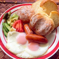 昨日お土産で頂いたふんわりパンと全粒粉とテーブルロール 軽くトーストしてめっちゃ美味しぃ(*≧▽≦)ノシ))今度はまあやさんのハード系も食べてみたいです 手捏ねでこんなに柔らかいパン作るようになりたいなぁ✨ 素敵美味しいパンありがとうございます❗️ご馳走様です - 68件のもぐもぐ - Delicious Bread by mayalabeille18まあやさんの美味しいパンでブランチ❗ by Ami