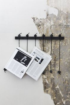 The Granit beautiful newspaper holder Diy Inspiration, Interior Inspiration, Diy Interior, Interior And Exterior, Interior Stylist, Diy Magazine Holder, Magazine Display, Magazine Racks, Magazine Stand
