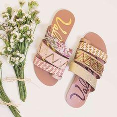Floral ou dourada me ajuda a escolher?   #ValentinaFlats #shoes #fashion #loveit #love #loveshoes #shoeslover #floral #flat #golden #bordado #summer