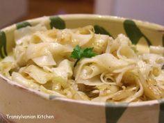 Káposztás laska este altă mâncare delicioasă pregătită de ungurul meu. E o mâncare de post, ieftină, dar foarte...
