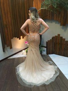 vestido madrinha dourado nude Gorgeous Prom Dresses, Cute Dresses, Formal Dresses, Wedding Dresses, Red Homecoming Dresses, Glamour, Evening Dresses, Party Dress, Dress Up