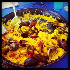 blessed is he who's ever eaten a good paella.