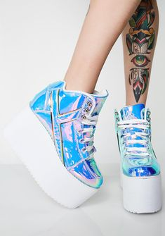 Y.R.U. Euphoria Qozmo Platform Sneakers got ya on cloud nine. These sikk af sneakers have a shiny iridescent exterior, white platform soles, and lace-up closures. #dollskill #yru shoes