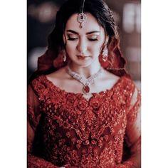 Pakistani Bridal Makeup, Pakistani Girl, Pakistani Actress, Pakistani Dresses Casual, Pakistani Bridal Dresses, Wedding Lehenga Designs, Girls Dresses Sewing, Indian Wedding Wear, Weeding Dress
