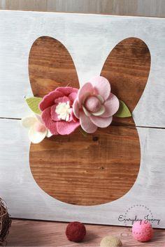 Creative Side Hustle: Cricut Projects to Sell – This Hustle Creative Side Hustle: Projets Cricut à vendre – This Hustle Sola Wood Flowers, Felt Flowers, Felt Flower Diy, Easter Flowers, Cuadros Diy, Cricut, Wood Projects For Beginners, Diy Wood Signs, Do It Yourself Crafts