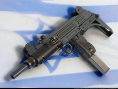 3.-Uzi-Sub-machine-Gun