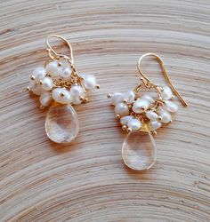 Cluster earrings, elegant earrings made with clear quartz faceted briolettes and keishi fresh water pearls, white earrings, bridal earrings. Total height (including earwires): 4,00 cm (1,57 inches) Clear quartz briolettes measure: 12x16 mm Comes in a gift box with Registered