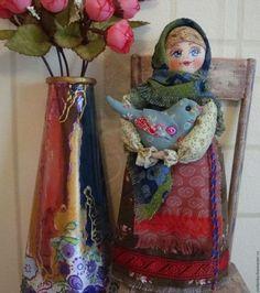 Купить или заказать Кукла в русском народном стиле  'Глашенька' в интернет-магазине на Ярмарке Мастеров. Кукла в русском народном стиле 'Глашенька' изготовлена на основе деревянной ложки.Глашенька_очень красивая девушка,но уж очень гордая,не каждый парень подойдет познакомиться.Но гордый взгляд,он для чужих людей,а дома Глашенька-очень добрая и милая девушка,и птичку раненую подберет и выходит,и и мамушке,и баушке всегда поможет ,и всегда с уваженьицем.Девушка очень достойная....