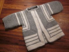 First BSJ Best version I have seen of the Baby Surprise Jacket pattern ordered! Knitting For Kids, Baby Knitting Patterns, Crochet For Kids, Baby Patterns, Knitting Projects, Knit Crochet, Baby Pullover, Baby Cardigan, Baby Surprise Jacket