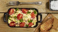 Eggerrøre med skinke, vårløk og tomat