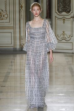 Casual Elegance in this light Grape Gown by Luisa Beccaria Spring 2016 Ready-to-Wear Collection Photos - Vogue