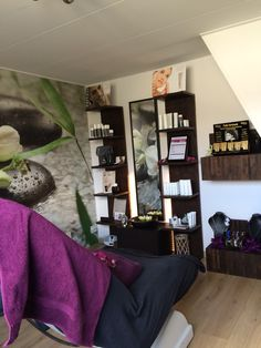 Salon Lucca werkt met de producten van Extenso Skincare en NU Skin Lucca, Bookcase, Gallery Wall, Van, Shelves, Beauty, Home Decor, Shelving, Decoration Home