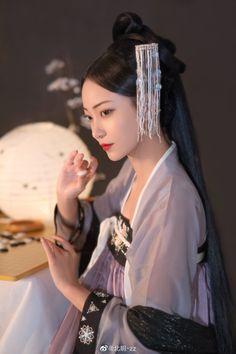 Warrior Girl, Asian History, Chinese Clothing, Ancient China, Korea Fashion, Hanfu, Chinese Style, Ulzzang Girl, Photo Poses