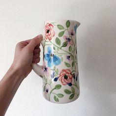 Ceramic flower vase / Jarro ceramico de flores Pottery Painting, Ceramic Painting, Glazes For Pottery, Ceramic Pottery, One Stroke Painting, China Painting, Bottle Painting, Painted Pots, Ceramic Clay
