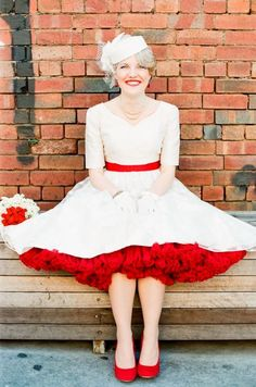 赤いパニエはクラシカルな印象に仕上がります♡結婚式・ウェディングにおすすめのパニエ♡