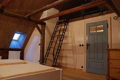 Starou chalupu zachránila rekonstrukce. Teď je nádherná! - Proženy Stairs, Bed, Furniture, Staircases, Home Decor, Houses, Cottage House, Stairway, Decoration Home