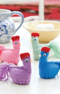 Mama Hen Cozies Free Knitting Pattern from Red Heart Yarns
