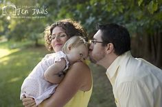 Family poses, one year old, cute family of 3, poses with a little girl, lifestyle family images, lifestyle family photos