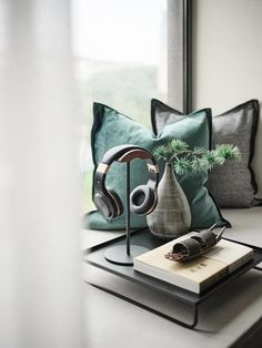Interior Styling, Interior Decorating, Interior Design, Sofa Furniture, Furniture Design, Desktop Decor, White Industrial, Counter Design, Bay Window