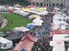 Ultimamente Prato della Valle brulica di persone: tra eventi e l'arrivo della bella stagione riscopriamo una delle piazze più belle d'Europa! Il cibo mette sempre allegria! ;)