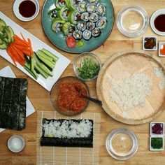 Eat Stop Eat To Loss Weight - How To Throw A Sushi Party - In Just One Day This Simple Strategy Frees You From Complicated Diet Rules - And Eliminates Rebound Weight Gain Sushi Recipes, Asian Recipes, Dinner Recipes, Cooking Recipes, Healthy Recipes, Tasty Videos, Food Videos, Sushi Night, Sushi Party