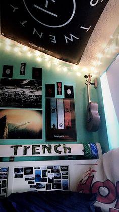 Emo Bedroom, Room Ideas Bedroom, Music Bedroom, Trendy Bedroom, Bedroom Themes, Bedroom Designs, Bedroom Decor, Twenty One Pilots Poster, Band Rooms