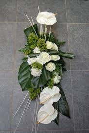 Resultado de imagem para grafstukken Easter Flower Arrangements, Easter Flowers, Funeral Arrangements, Wedding Arrangements, Deco Floral, Floral Design, Art Floral, May Designs, Sympathy Flowers