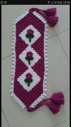 This Pin was discovered by HUZ Crochet Towel, Crochet Potholders, Crochet Stitches, Crochet Baby, Hand Applique, Wool Applique, Cute Christmas Tree, Winter Crafts For Kids, Crochet Patterns For Beginners