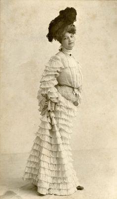 Clora Harrington, 1903.  All those pretty ruffles!