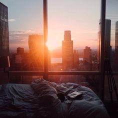 pictures and places - sky views// nivedha vadivelu Apartment View, Apartment Goals, Dream Apartment, Tokyo Apartment, Toronto Apartment, Bedroom Apartment, Apartment Living, Living Room, Apartamento New York