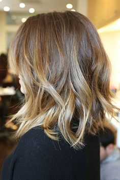 Slightly angled layers make it easy to get great beachy texture.  Read more: http://www.dailymakeover.com/trends/hair/fall-haircuts-2014/#ixzz3DgJcCDRK