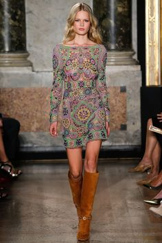 Emilio Pucci Spring runway season, many designers have been tapping into the for inspiration. But for Emilio Pucci creative director Peter Dundas… 70s Fashion, Love Fashion, Runway Fashion, Fashion Show, Fashion Design, Fashion Trends, Milan Fashion, Latest Fashion, Fashion Movies