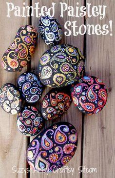 Meer dan 1000 ideeën over Hand Rock Painting, Pebble Painting, Pebble Art, Stone Painting, Painted Pebbles, Painted Stones, Decorated Stones, Scrapbooking Ideas, Scrapbook Layouts