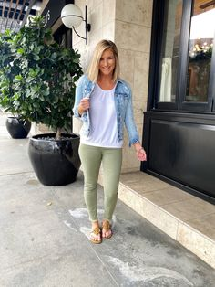 loft clothes Cute and casual outfit for Spring // Closet basics and how to style them for Spring // Spring outfit inspiration // easy to wear outfit for Spring // Spring outfit you can we Loft Outfits, Casual Outfits, Cute Outfits, Fashion Outfits, Fashion Ideas, Fashion Inspiration, Women's Fashion, Fashion Tips, Fashion Trends