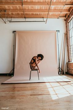 Chair Photography, Model Poses Photography, Self Portrait Photography, Women's Curling, Diy Photo Backdrop, Photoshoot Concept, Shooting Photo, Studio Shoot, Cool Photos