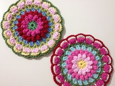 Crochet Bunting, Crochet Mandala Pattern, Crochet Circles, Crochet Round, Crochet Home, Love Crochet, Crochet Doilies, Crochet Flowers, Knit Crochet