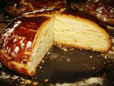 Hrvatski Easter Bread Recipe - Sirnica (seer-nit-za) with Lemon and Egg Croatian Easter Bread. Hungarian Recipes, Russian Recipes, Russian Foods, Lithuanian Recipes, Czech Recipes, Ethnic Recipes, Banana Dessert, Dessert Bread, Easter Bread Recipe