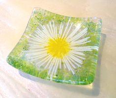 Daisy chain fused glass trinket bowl dish earrings art flower gardener girl room £7.95