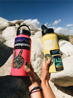 Want a yellow hydro flask with the sip top lid Hydro Flask Water Bottle, Cute Water Bottles, Food Storage Boxes, Vsco Pictures, Stainless Steel Types, Summer Aesthetic, Mellow Yellow, Vsco Filter, Painting