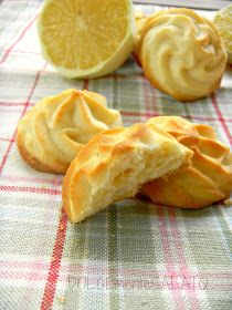 DOLCEmente SALATO: Biscotti al limone Cookie Desserts, Cupcake Cookies, Cookie Recipes, Food N, Food And Drink, Italian Almond Biscuits, Biscotti Cookies, I Love Food, No Bake Cake