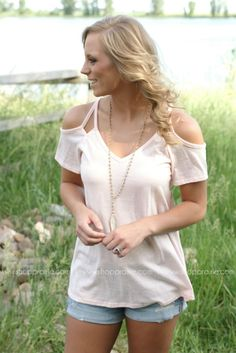 #midwest #summer #fashion #online #boutique #ootd #blush #top