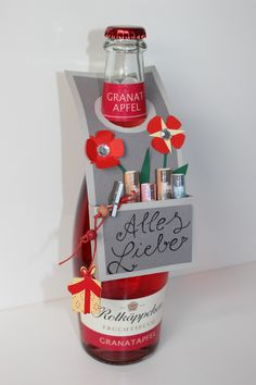 Flaschenanhänger F l a s c h e n a n h ä n g e r Creativ Quartier The post Flaschenanhänger appeared first on Cadeau ideeën. Diy Birthday, Birthday Gifts, Schnapps, Sparkling Wine, Wine Gifts, Xmas Gifts, Gift Baskets, Fathers Day, Wedding Gifts