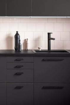 Dark kitchen Ikea - Ikea Just Released the Sleekest Kitchen Cabinets, All Made From Recycled Materials. Backsplash With Dark Cabinets, Black Kitchen Cabinets, Black Kitchens, Kitchen Backsplash, Cool Kitchens, Kitchen Black, Backsplash Ideas, White Cabinets, Galley Kitchens