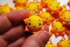 La Botteghilla: Bomboniere personalizzate: ciondoli con sole kawaii